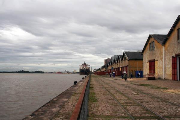 Vista de los Cais do Porto, lugar de exhibición de Geopoéticas y Cuadernos de Viaje, Porto Alegre, Brasil