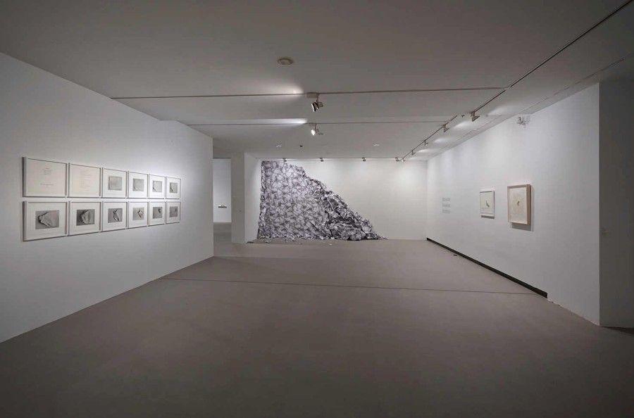 """Vista de la exposición """"Liliana Porter. Diálogos y desobediencias"""", en Artium   Centro-Museo Vasco de Arte Contemporáneo, España, 2017. Foto cortesía de Artium"""