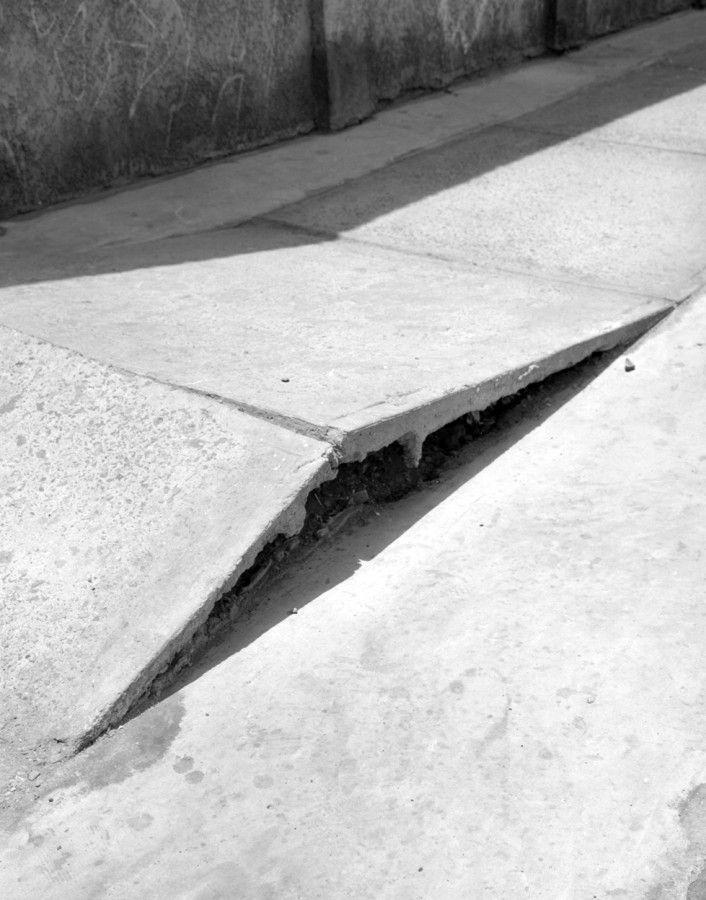 """Sebastián Mejía. Parte de la exposición """"Intervalo peatonal"""", en Metales Pesados Visual, Santiago de Chile, 2017. Cortesía del artista y de la galería"""