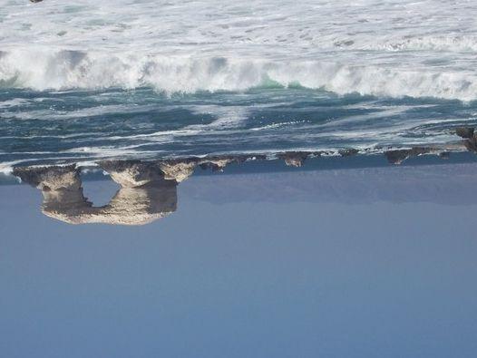 Raquel Schwartz, foto de referencia del mar al revés para su obra Ram, un video a ser filmado en septiembre en Antofagasta, Chile. Cortesía de la artista