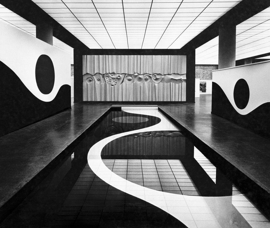 Fotógrafo no identificado. Vista de la exposición Arte Japonés de Vanguardia, Museo Universitario de Ciencias y Artes, 1972. Fondo Histórico MUCA, Centro de Documentación Arkheia, MUAC–UNAM