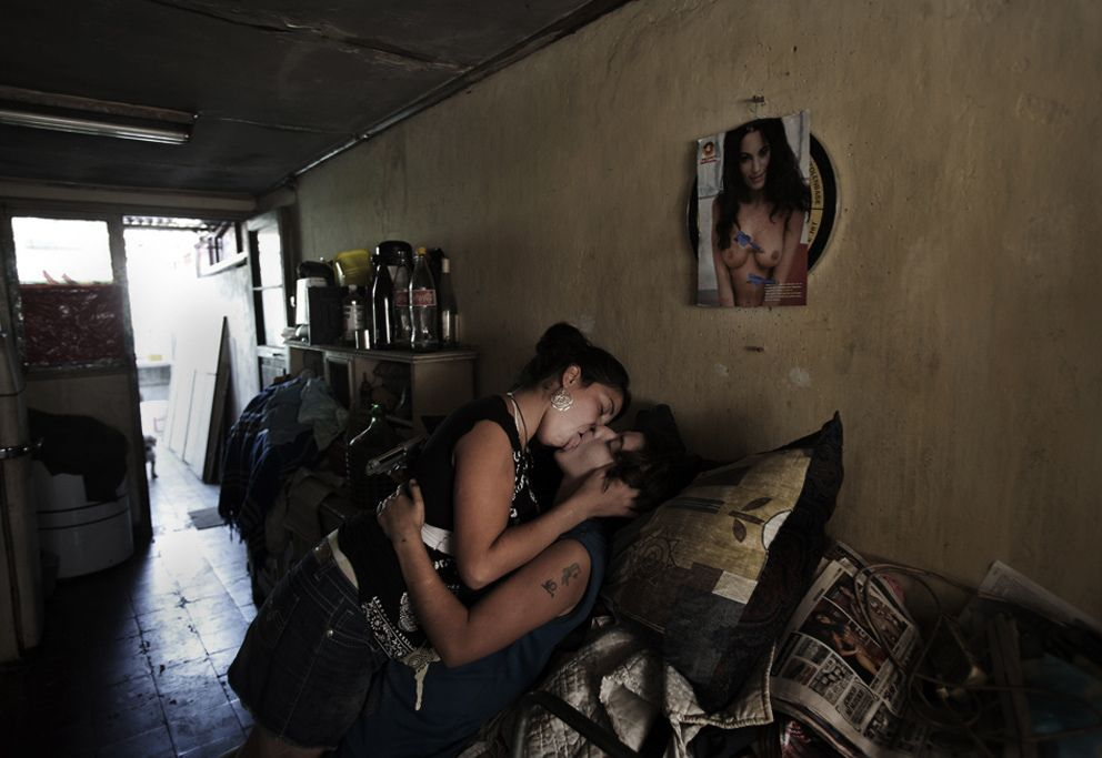 Alejandro Olivares. Violencia precoz, De la serie Living Periferia