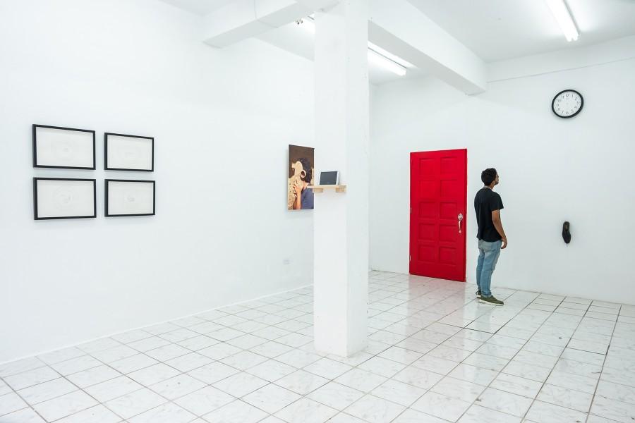 """Vista de la exposición """"Aquí estamos"""", de Ángel y Fernando Poyón, en Km 0.2, Santurce, Puerto Rico, 2017. Foto cortesía de Km 0.2"""
