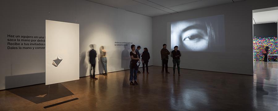 Vista de la muestra Dream Come True de Yoko Ono en CorpArtes, Santiago de Chile. Foto: Felipe Ugalde, para Artishock.