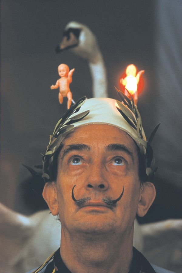 Dalí en Port Lligat, 1961. Foto: Robert Descharnes. Cortesía: Casas Lo Matta