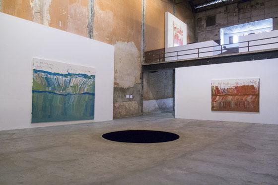 Vista de la exposición de Anish Kapoor, junto a José Yaque, artista cubano, en Arte Continua, La Habana, 2017. Foto: Michel Pou. Cortesía: Arte Continua