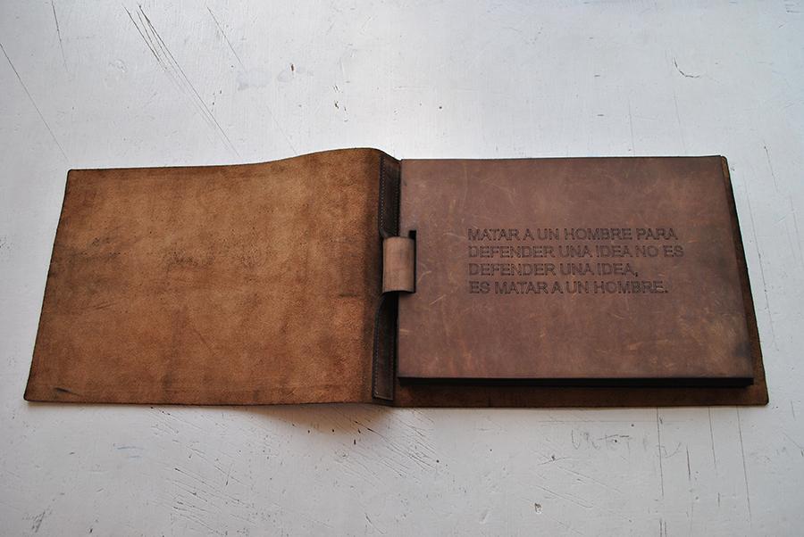 Pieza de Armando Ruiz en la muestra colectiva Onomatopeyas visuales de tiempos difíciles, en Carmen Araujo Arte, Caracas. Foto: cortesía de la curadora.
