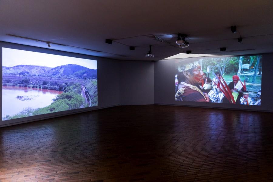 "Vídeo nas Aldeias, O Brasil dos índios: um arquivo aberto, 2016. Vista de la exposición ""Incerteza Viva"", 32° Bienal de Sao Paulo en Bogotá, 2017. Cortesía: MAMBO"