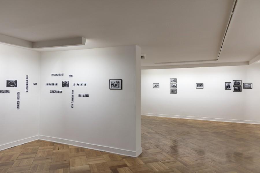 Vista de la muestra La cotidianeidad de los 80 de Inês Paulino en D21 Proyectos de Arte, Santiago de Chile. Foto: Jorge Brantmayer, cortesía de la galería.