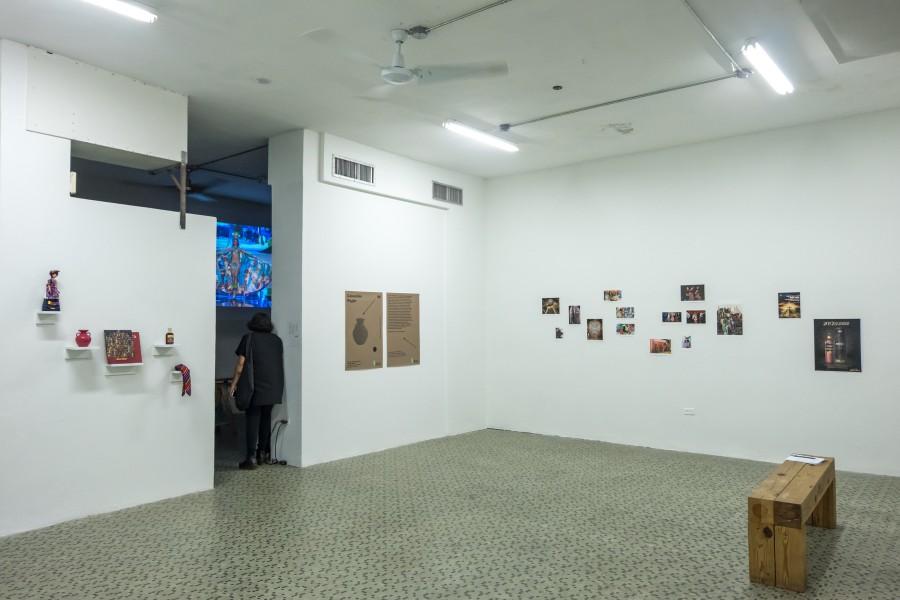 """Vista de la exposición """"Colección Poyón"""", de Ángel y Fernando Poyón, en El Lobi, Santurce, Puerto Rico, 2017. Foto cortesía de Km 0.2"""