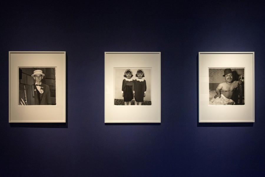 """Vista de la exposición """"Diane Arbus: En el principio"""", en el MALBA, Buenos Aires. Foto: Pablo Jantus"""