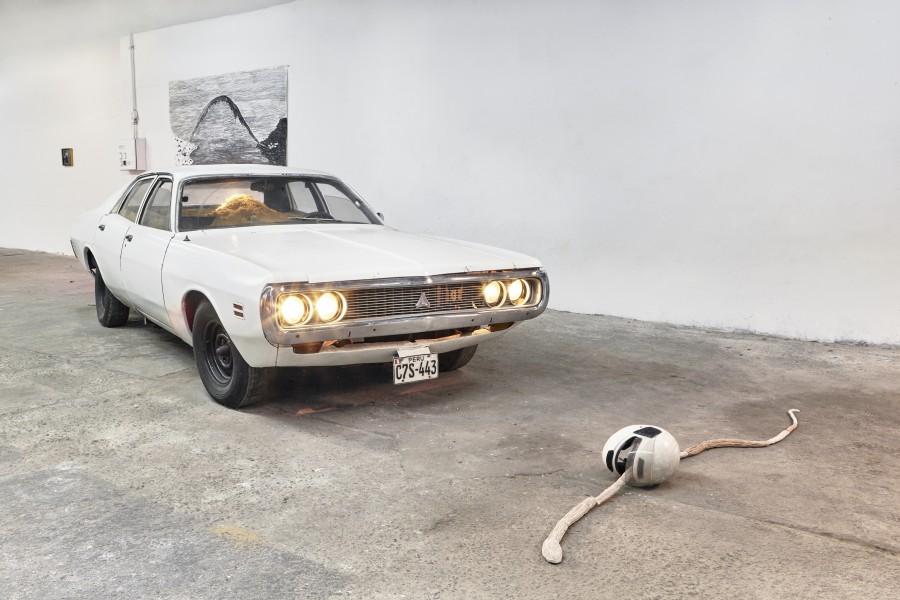 """Vista de la exposición """"Paisaje infinito de la costa del Perú"""", en Revolver Galería, Buenos Aires, 2017. Cortesía de la galería"""