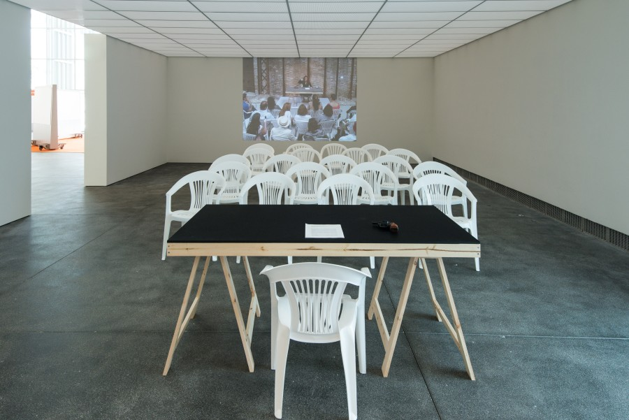 Tania Bruguera, Self-sabotage, 2009. Vista de la instalación en Tania Bruguera: Talking to Power / Hablándole al Poder, Yerba Buena Center for the Arts, San Francisco, 2017.Cortesía: Yerba Buena Center for the Arts. Foto: Charlie Villyard.