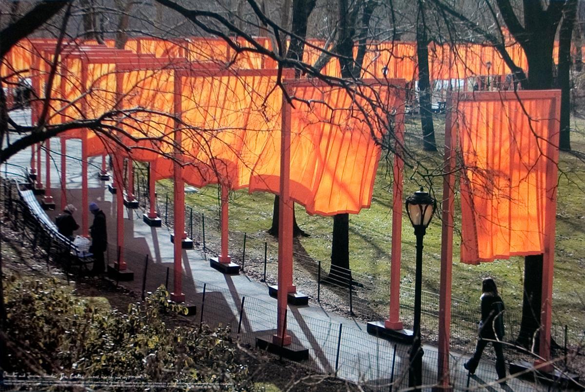 Christo, The Gates (Central Park, Nueva York), 2005. En galería Isabel Aninat. Foto cortesía de la galería