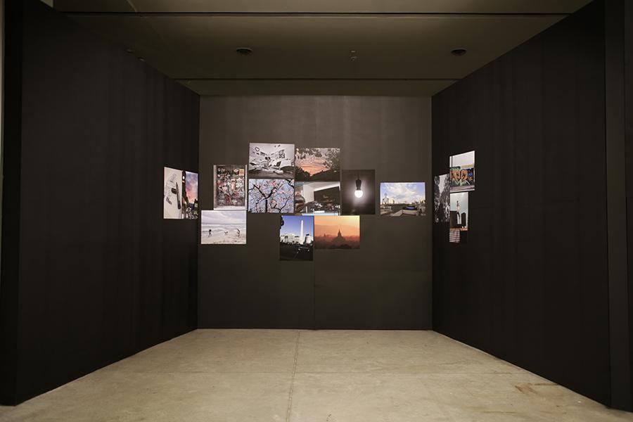 Vista de la muestra Colección de Imágenes de Gonzalo Pedraza en la Sala Cronopio del Centro Cultural Recoleta, Buenos Aires. Foto: María Mohorade, cortesía del centro cultural.