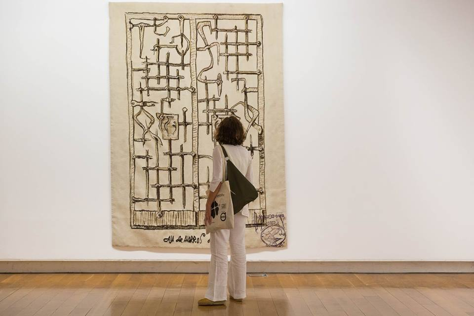 """Patricia Esquivias. Vista de la exposición """"Lugar: Contingencias de Uso"""", en el CGAC, 2017. Foto: Manu Suárez"""