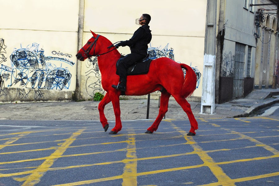 Berna Reale (Brasil), Palomo, 2012, 3:03. Cortesía: LAXART/Getty