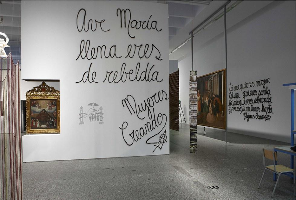 Maria Galindo/Mujeres Creando, Ave María, llena eres de Rebeldía, 2010. Vista de la instalación en el Museo Nacional Centro de Arte Reina Sofía, Madrid. Foto: MNCARS, Madrid