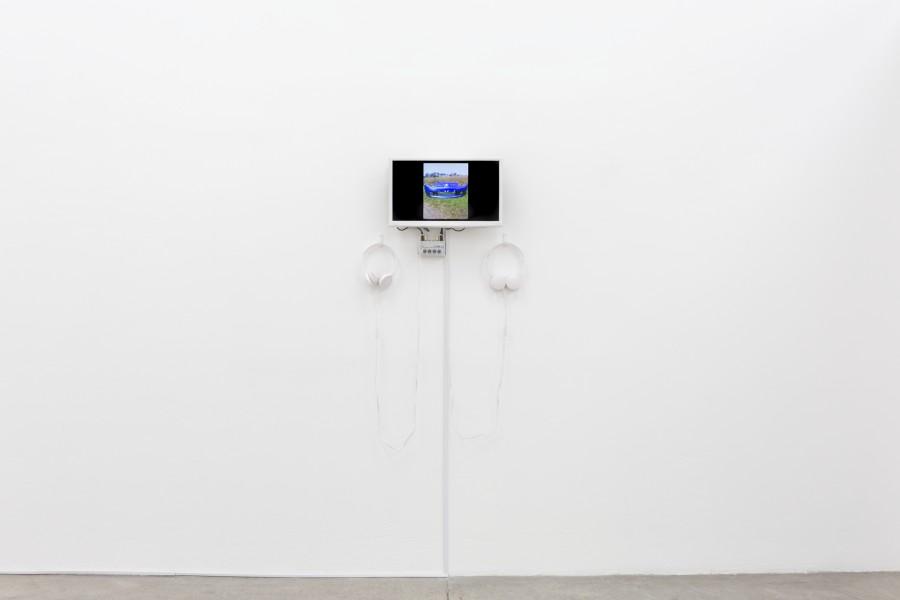 """Beltrán Obregón. Vista de la exposición """"Podium"""" en Instituto de Visión, Bogotá, 2017. Cortesía de la galería"""