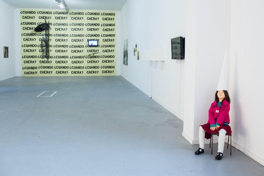 Vista de la muestra del Quinto Concurso Universitario Arte Joven de Balmaceda Arte Joven en el Museo de Arte Contemporáneo, Santiago de Chile. Foto: Sofia Yanjari