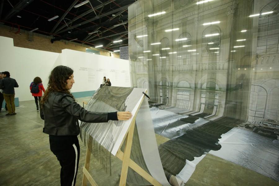 Especular (2017), de Leyla Cárdenas, Ganadora Premio Oma al Arte 2016 (Galería Casas Riegner, Bogotá), en la Sección Sitio. Feria ARTBO 2017. Foto cortesía de ARTBO © Cámara de Comercio de Bogotá / 48 por Segundo.