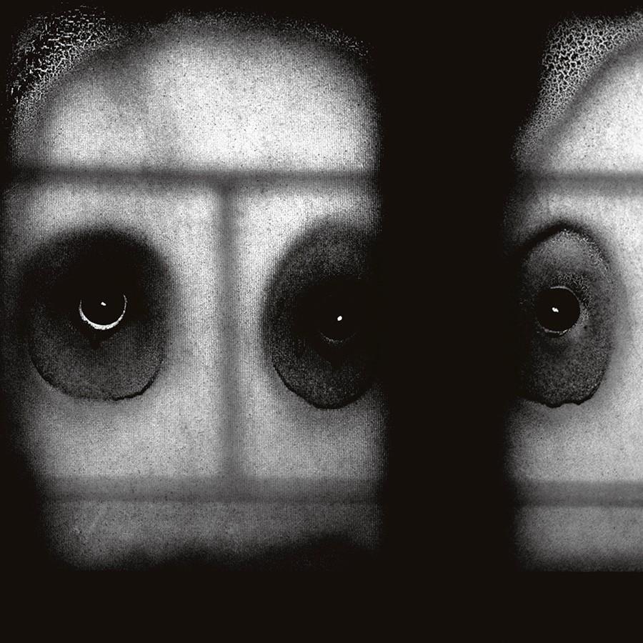 Stare (2008) © Roger Ballen. Foto: cortesía del artista.