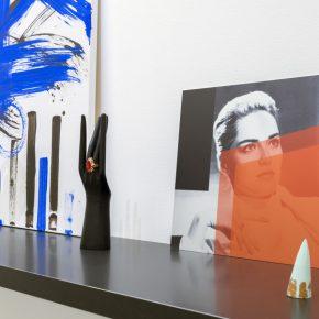 Vista de la exposición de Josephine Meckseper en Proyectos Monclova, Ciudad de México, 2017. Cortesía de la galería