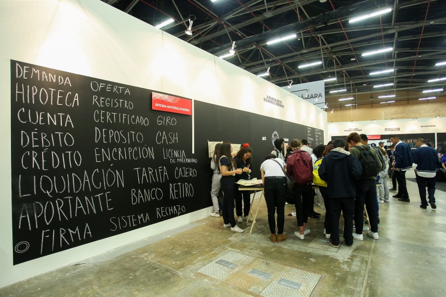 Vista de la Sección Articularte de ARTBO 2017. Foto cortesía de ARTBO © Cámara de Comercio de Bogotá / 48 por Segundo.