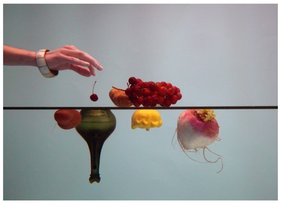 Alejandro Almanza Pereda, A glass of fruit, 2016, video HD. Cortesía de la galería
