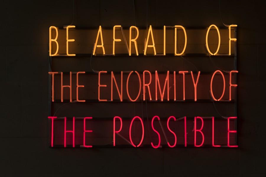 Alfredo Jaar, Be Afraid of the Enormity of the Possible, 2015. Cortesía del artista, Nueva York, y YSP. Foto: © Jonty Wilde