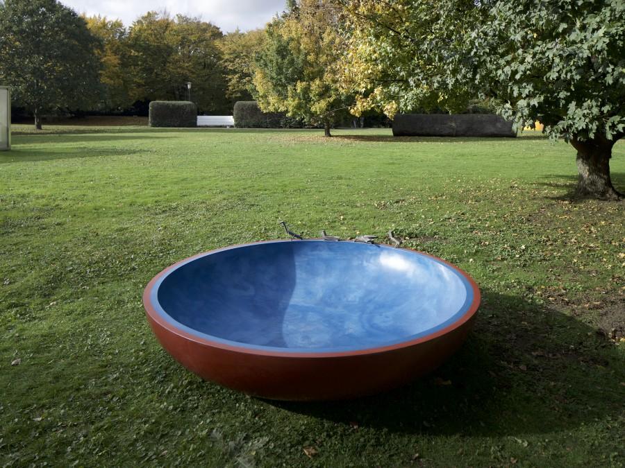 Andrea Buettner, Schale, 2017, concreto, bronce. Cortesía de la artista © Stiftung Skulpturenpark Köln, 2017, VG Bild-Kunst, Bonn, 2017. Foto: Veit Landwehr, bildpark.net