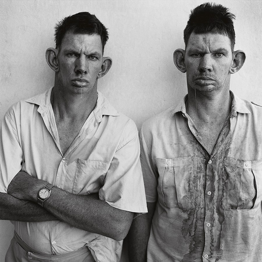 Dresie and Casie, Twins (1993) © Roger Ballen. Foto: cortesía del artista.