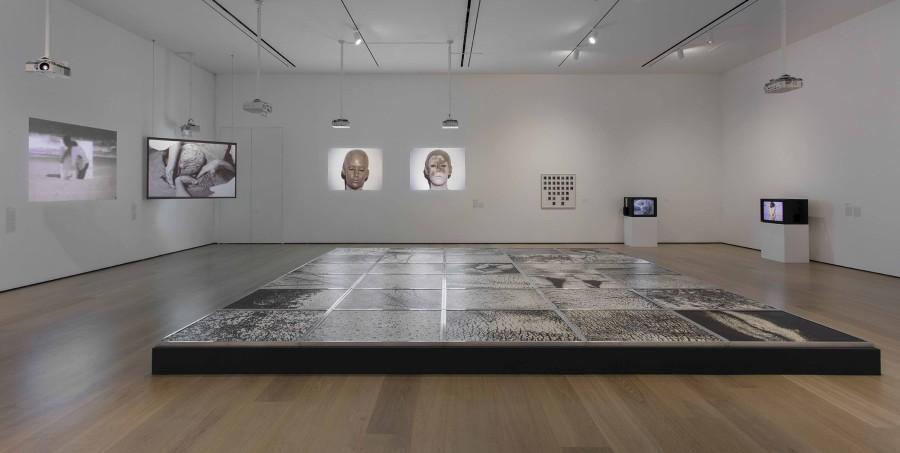 """Vista de la exposición Radical Women: Latin American Art, 1960-1985. Sección """"Body Landscape"""". Hammer Museum, Los Angeles, 2017. Foto: Brian Forrest"""