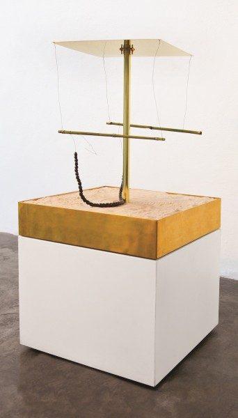 David Medalla, Máquina de arena, 1964/2013 | Foto: Mauro Almeida | Cortesía del artista y Baró Galeria, São Paulo