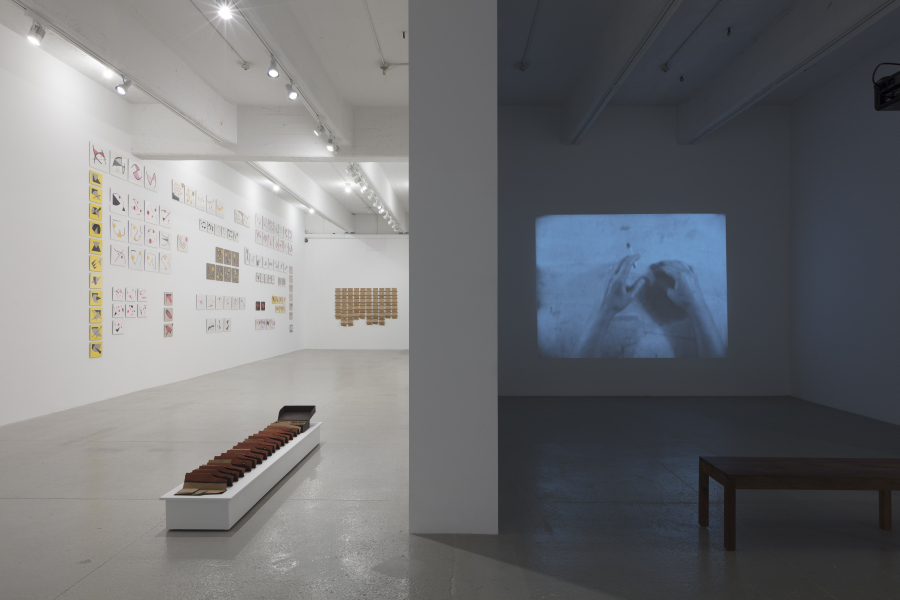"""Geta Brătescu, """"The Leaps of Aesop"""" (Los saltos de Esopo). Vista de la exposición en la galería Hauser & Wirth, Nueva York, 2017. © Geta Brătescu. Cortesía de la artista y Hauser & Wirth. Foto: Timothy Doyon"""