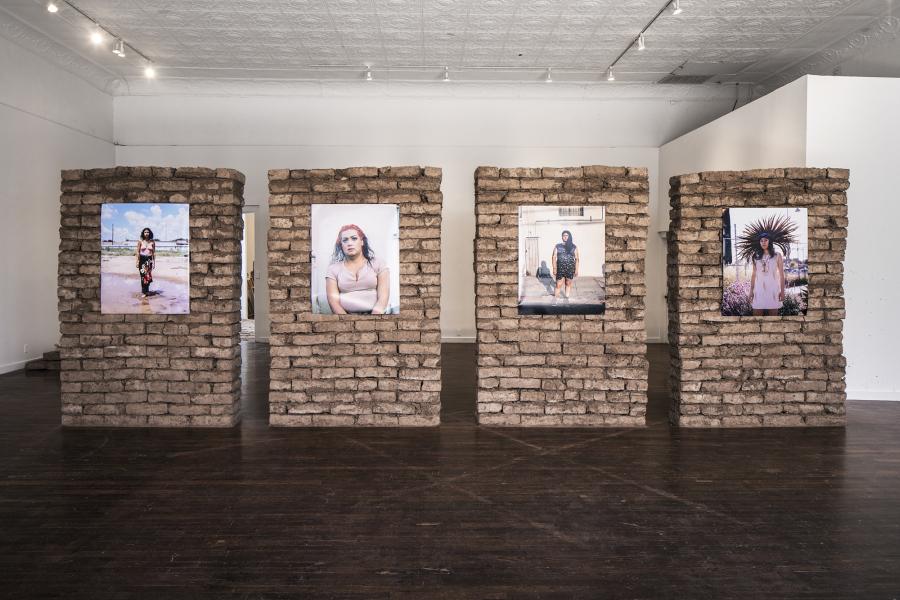 Star Montana, Maria (2016), Ruby (2017), Sarah (2017), Krystal (2017), impresiones digitales en papel libre de ácido. Cortesía de la artista | Rafa Esparza, Coatlicue 1-4, 2017, adobe. Cortesía del artista