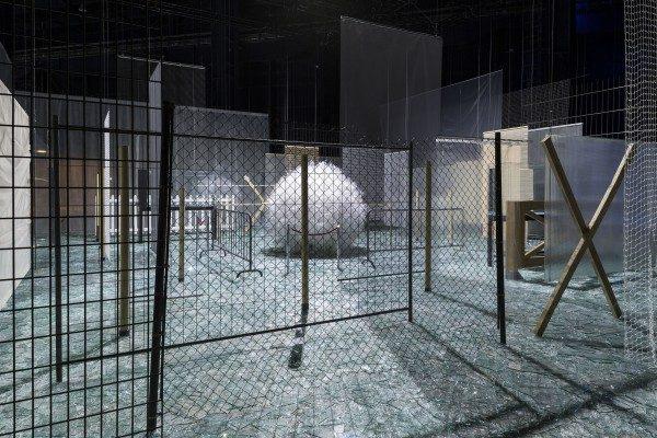 Cildo Meireles, Através, 1983-1989, vista de instalación en Fondazione HangarBicocca, 2014. Foto: Agostino Osio. Cortesía: Fondazione HangarBicocca, Milán; Cildo Meireles