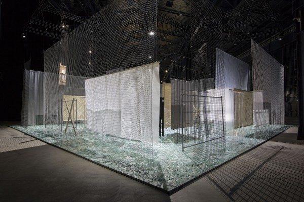 Cildo Meireles, Através, 1983-1989, vista de instalación en Fondazione HangarBicocca, 2014. Foto: Agostino Osio. Cortesía: Fondazione HangarBicocca, Milan; Cildo Meireles