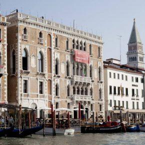 Ca' Giustinian, sede central de la Bienal de Venecia (vista exterior), 2010. Foto: Giulio Squillacciotti. Cortesía: Bienal de Venecia