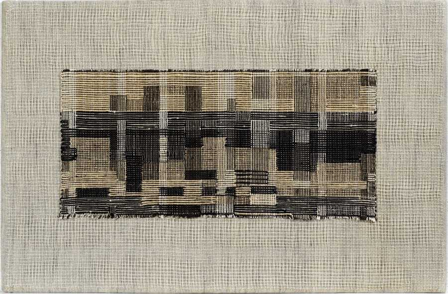 Anni Albers, Ciudad, 1949, lino y algodón, 44,4 × 67,3 cm. The Josef and Anni Albers Foundation, Bethany Connecticut. Foto: Tim Nighswander/Imaging4Art © The Josef and Anni Albers Foundation, VEGAP, Bilbao, 2017