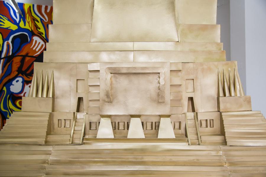 """Vista de la exposición """"El faro del progreso"""", de Pilar Quinteros, en la Galería Gabriela Mistral, Santiago de Chile, 2017. Foto: Rodrigo Maulen"""