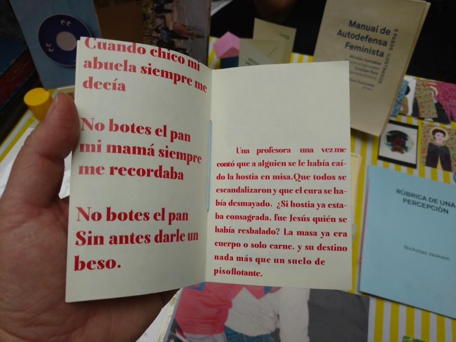 La virtud de los que no botan el pan, de Sergio Soto Maulén, en Microeditorial Amistad (Chile) en la feria Impresionante 2017. Foto: Alejandra Villasmil