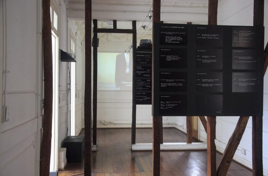 """Vista de la exposición """"Sistemas de Exclusión"""", de la artista Ingrid Wildi Merino, en Galería Casa Uno del Campus Creativo de la Universidad Andrés Bello (UNAB), Santiago de Chile, 2017. Cortesía: Casa Uno"""