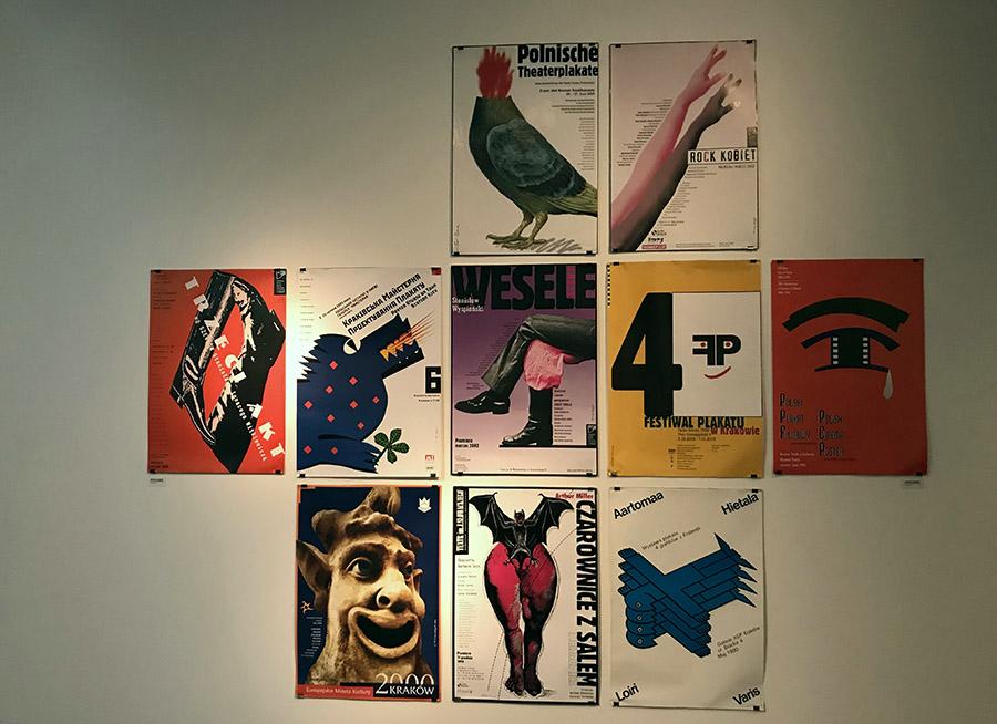 Vista de la muestra Afiches de Colección en el Centro Cultural Gabriela Mistral (GAM), Santiago de Chile. Foto: cortesía GAM.