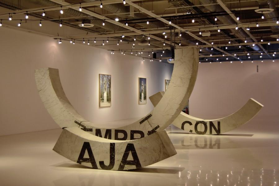 Vista de la muestra Somos Tiernos de Iván Argote en el Museo Universitario del Chopo, Ciudad de México. Foto: cortesía del museo.