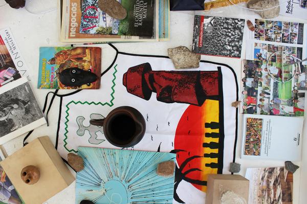 Javier Tapia, Problemas Compartidos, Preguntas Compartidas, vista de instalación en Galería Tajamar, Santiago de Chile, 2013. Cortesía del artista y Galería Tajamar