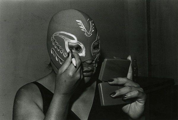 Lourdes Grobet, La doble lucha III, México, 1981-82. Colección Leticia y Stanislas Poniatowski © Lourdes Grobet