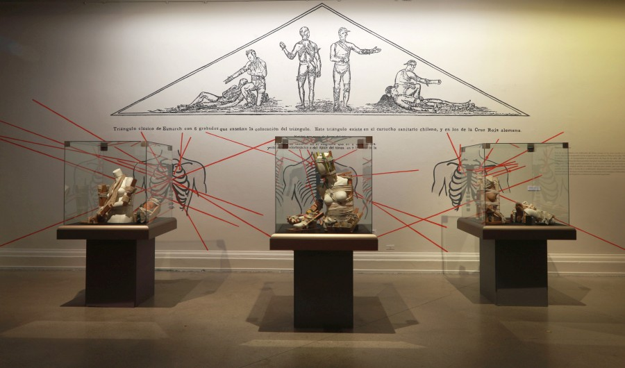 Enfermedades del Cuerpo Político, de Mario Soro, parte de la muestra colectiva Menos es Más, en el Museo Nacional de Bellas Artes, Santiago de Chile. Foto cortesía MNBA