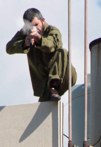 Rabih Mroué, Double Shooting (Disparo doble), 2012, fotografía, Cortesía del artista