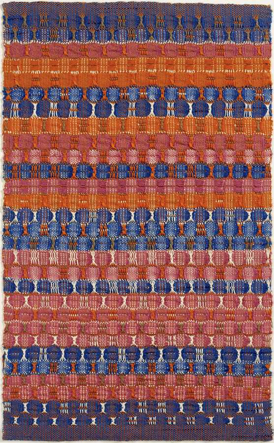 Anni Albers, Capas azules y rojas, 1954, algodón, 61,6 x 37,8 cm. The Josef and Anni Albers Foundation, Bethany Connecticut. Foto: Tim Nighswander/Imaging4Art © The Josef and Anni Albers Foundation, VEGAP, Bilbao, 2017